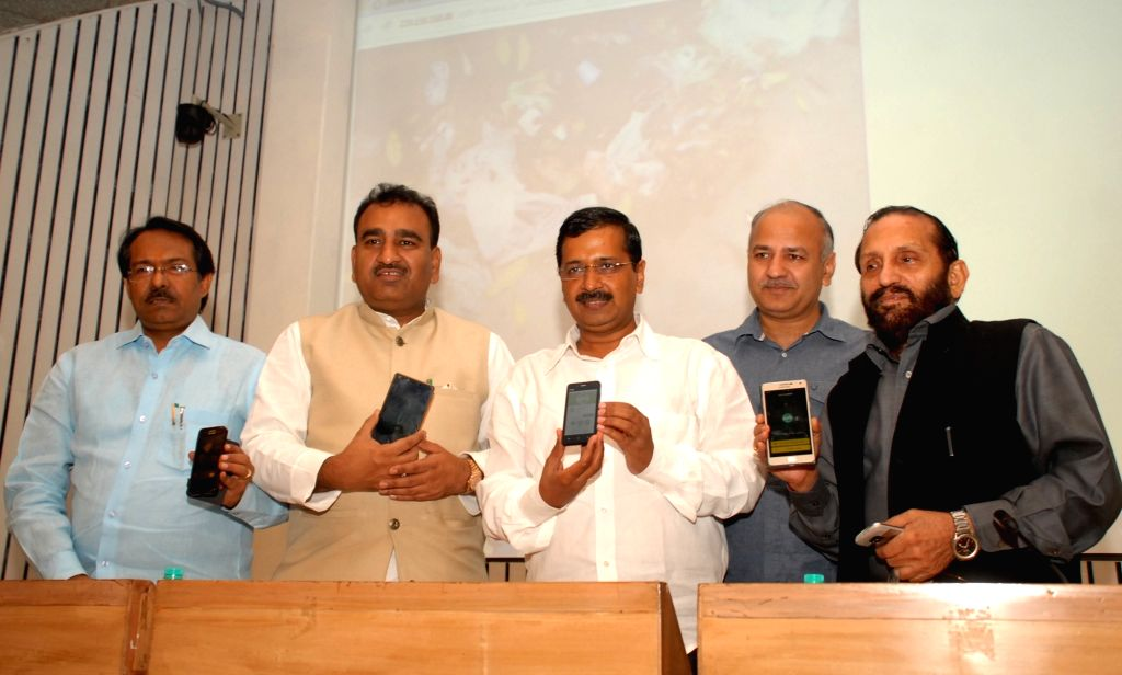 "Delhi Chief Minister Arvind Kejriwal, Deputy Chief Minister Manish Sisodia and others launch ""Swachh Delhi"" app in New Delhi, on Nov 16, 2015. - Arvind Kejriwal"