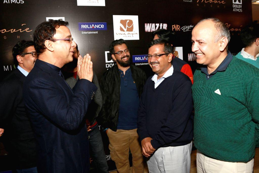 Delhi Chief Minister Arvind Kejriwal, Deputy Chief Minister Manish Sisodia, actors Farhan Akhtar and filmmaker Vidhu Vinod Chopra at the press conference of upcoming film `Wazir`, in New ... - Arvind Kejriwal, Farhan Akhtar and Vidhu Vinod Chopra