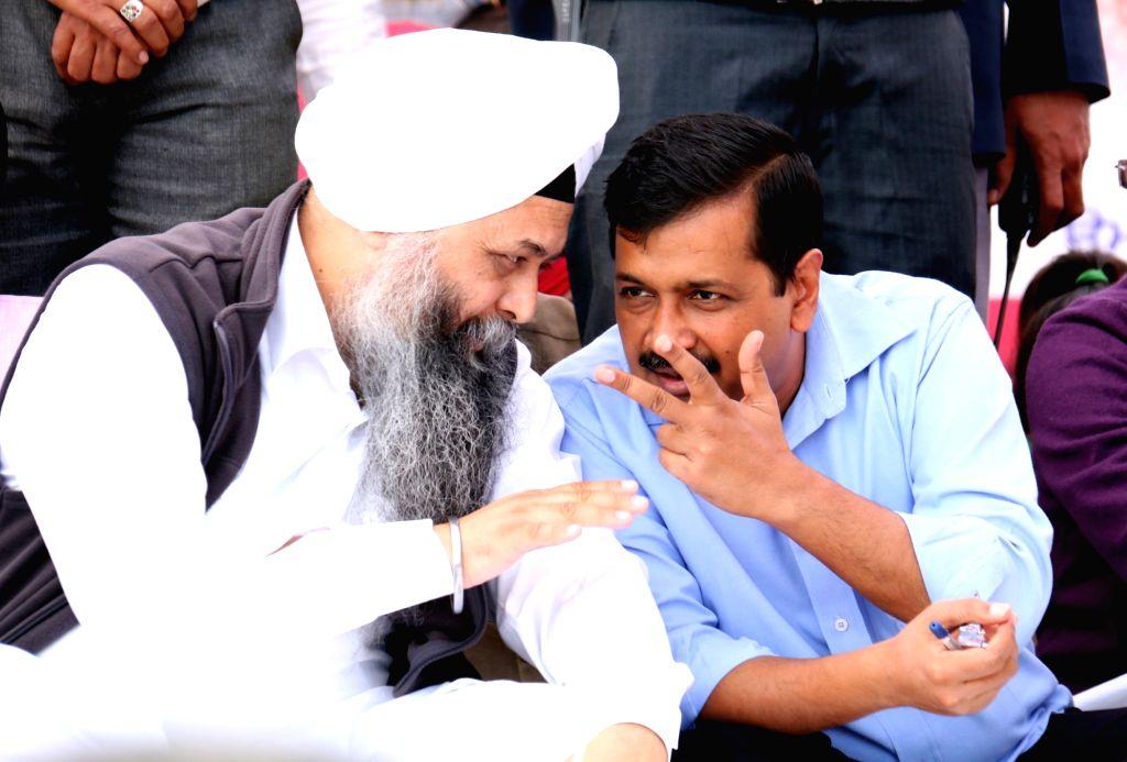 Delhi Chief Minister Arvind Kejriwal interacts with AAP leader Jarnail Singh during a public rally in Bathinda on Nov 21, 2016. - Arvind Kejriwal and Jarnail Singh