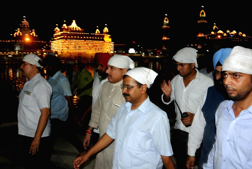 Delhi Chief Minister Arvind Kejriwal pays obeisance at the Golden Temple in Amritsar on July 28, 2016. - Arvind Kejriwal