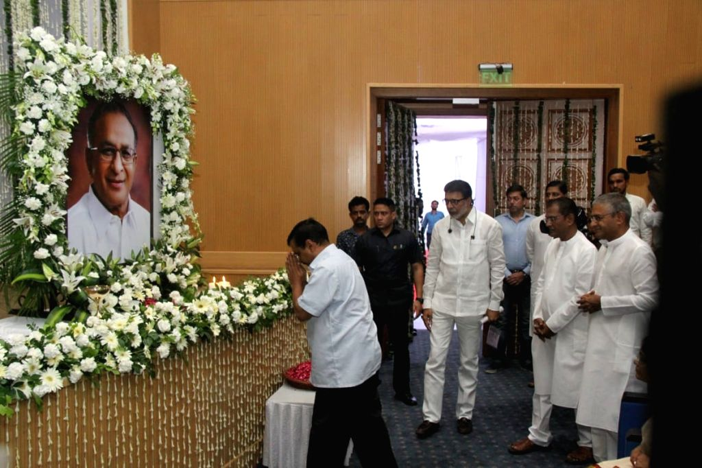 Delhi Chief Minister Arvind Kejriwal pays tributes to former Union Minister S. Jaipal Reddy during a condolence prayer meet at Ambedkar International Centre in New Delhi on Sep 3, 2019. - Arvind Kejriwal and S. Jaipal Reddy