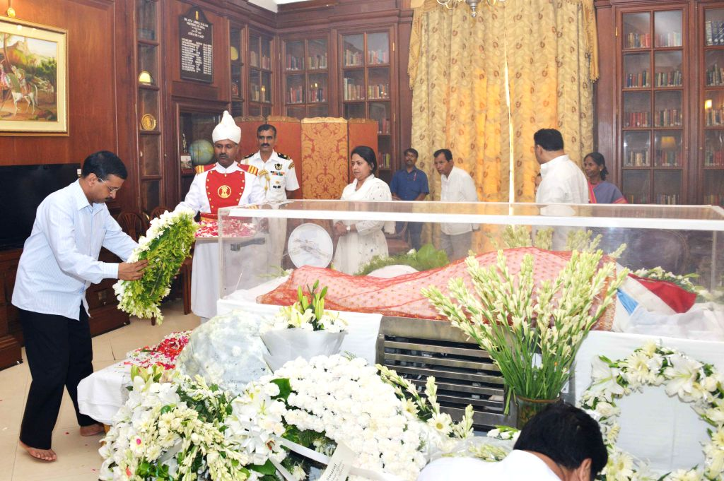 Delhi Chief Minister Arvind Kejriwal pays tribute to the mortal remains of President Pranab Mukherjee's wife Suvra at Rashtrapati Bhawan on Aug 18, 2015. - Arvind Kejriwal and Pranab Mukherjee