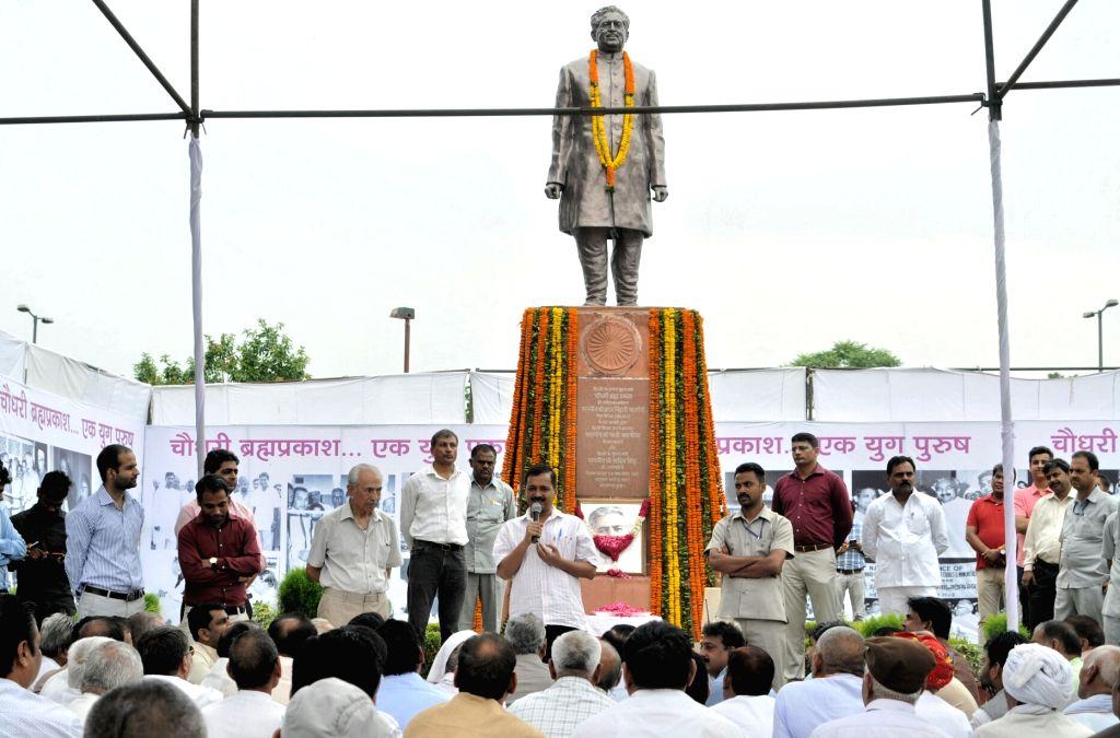 Delhi Chief Minister Arvind Kejriwal pays tribute to the first Delhi Chief Minister late Chaudhry Brahm Prakash on his 99th birth anniversary at Delhi Assembly on June 16, 2017. - Arvind Kejriwal