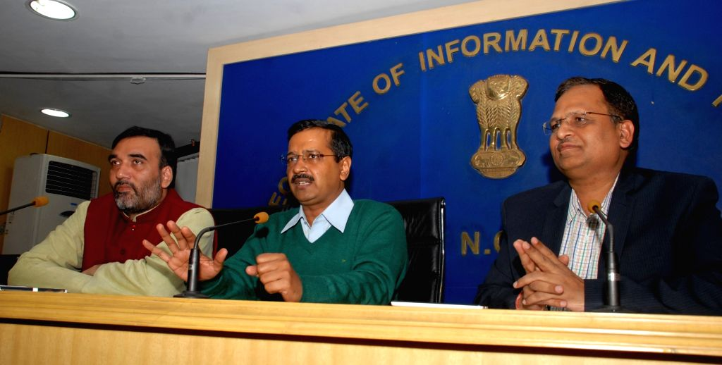 Delhi Chief Minister Arvind Kejriwal, Transport Minister Gopal Rai and Health Minister Satyendra Jain during a press conference in New Delhi on Jan 15, 2016. - Gopal Rai and Satyendra Jain