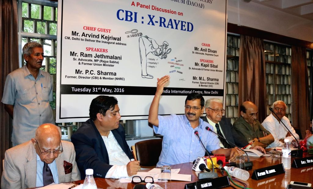 Delhi Chief Minister  Arvind Kejriwal with eminent lawyers Ram Jethmalani and Anil Divan, former CBI director P.C. Sharma and former special director of CBI, M.L. Sharma during ... - Arvind Kejriwal, C. Sharma and L. Sharma