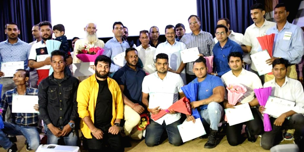 "Delhi Chief Minister Arvind Kejrwal presents certificates at the launch of the pilot project of the Good Samaritan Policy under ""Farishte Dilli Ke"", an initiative of the Delhi ... - Arvind Kejrwal"