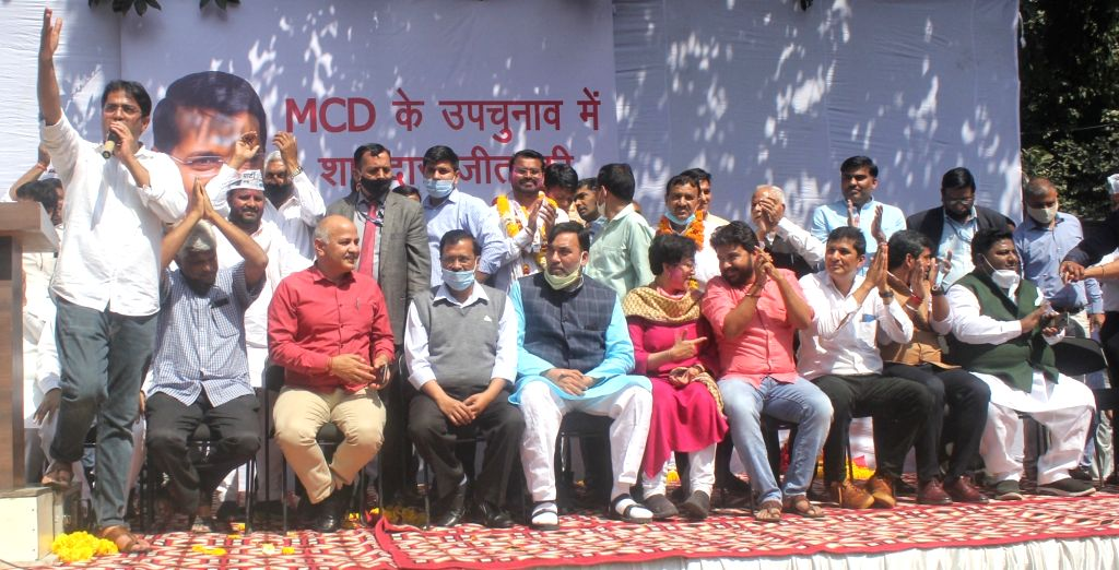 Delhi CM Arvind Kejriwal, Deputy CM Manish Sisodia, Gopal Rai, and others party leader arrived at AAP party office after AAP winning four out of five seats of MCD bypolls in New Delhi on ... - Arvind Kejriwal and Gopal Rai