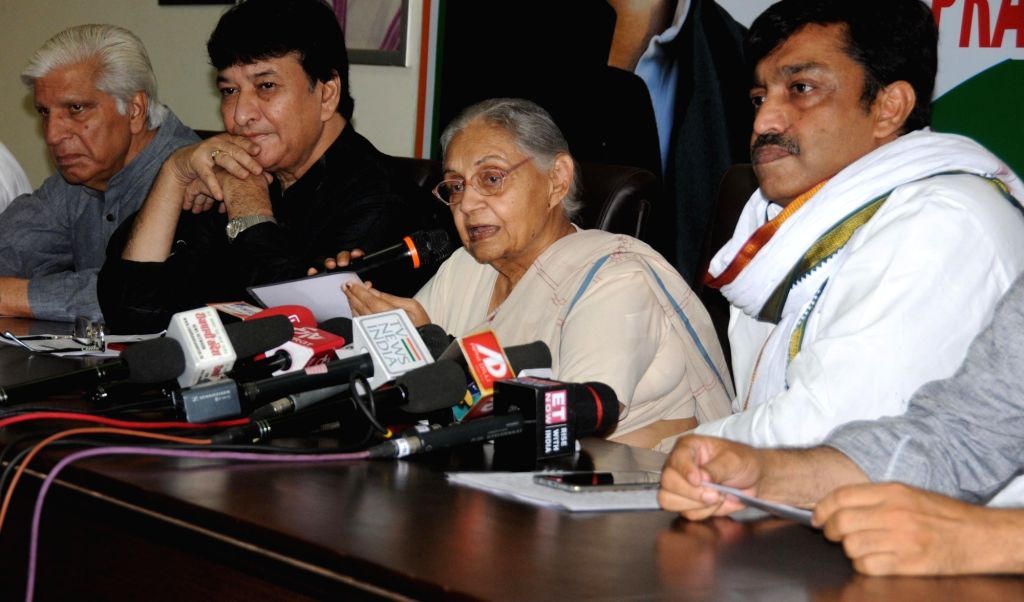 Delhi Congress President Sheila Dikshit accompanied by party leader Haroon Yusuf, addresses a press conference in New Delhi on June 8, 2019. - Sheila Dikshit