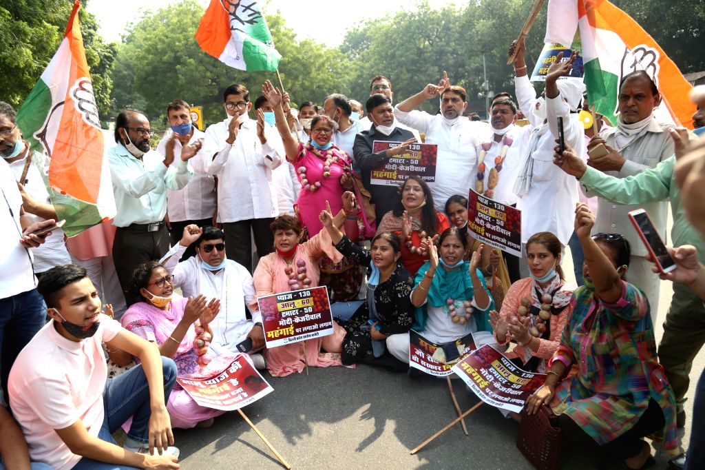 Delhi Congress workers led by state party president Anil Chowdhary protest against the Narendra Modi-led Central Government and the Arvind Kejriwal-led Delhi Government over vegetable ... - Narendra Modi and Arvind Kejriwal