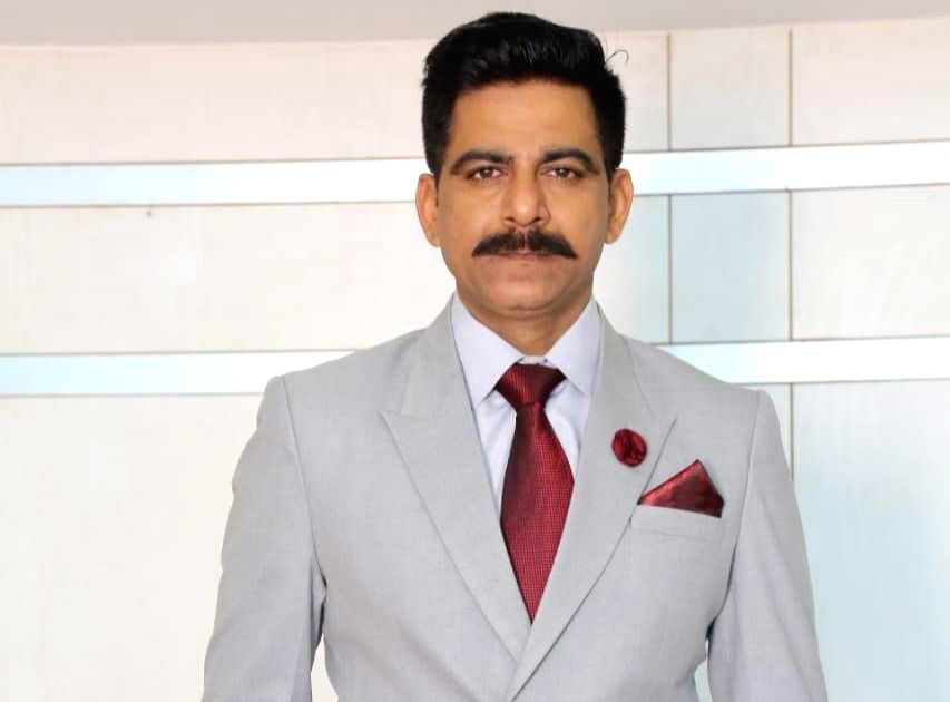 """Delhi Crime"" actor Anurag Arora has often donned the khaki uniform in films and web series. Now, seen as an army officer in ""Ek Duje Ke Vaaste 2"", the actor is set to return as a cop again in the second season of ""Delhi Crime"". But he says he doesn' - Anurag Arora"