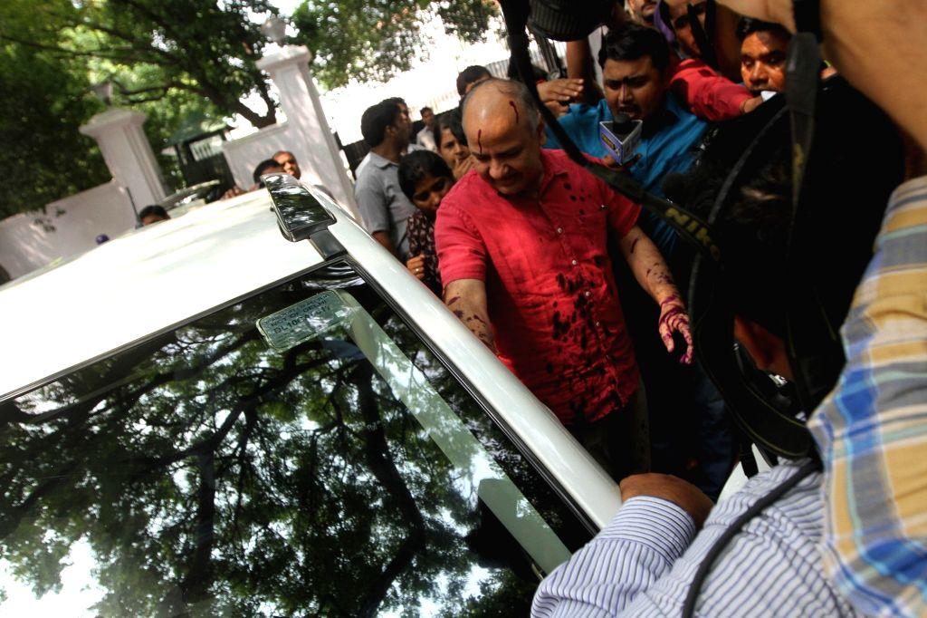 Delhi Deputy Chief Minister Manish Sisodia after an ink attack on him at Raj Niwas in New Delhi on Sept 19, 2016. - Manish Sisodia