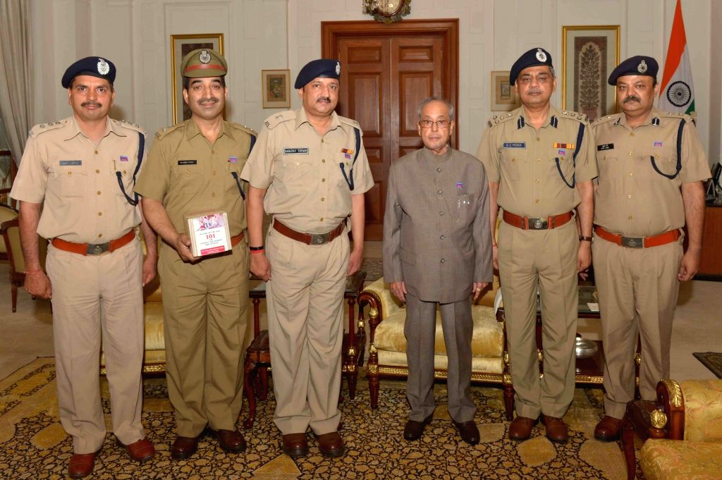 Delhi Fire Service officers led by  Director GC Mishra call on President Pranab Mukherjee during Fire Service Week at Rashtrapati Bhavan in New Delhi, on April 14, 2016. - Pranab Mukherjee