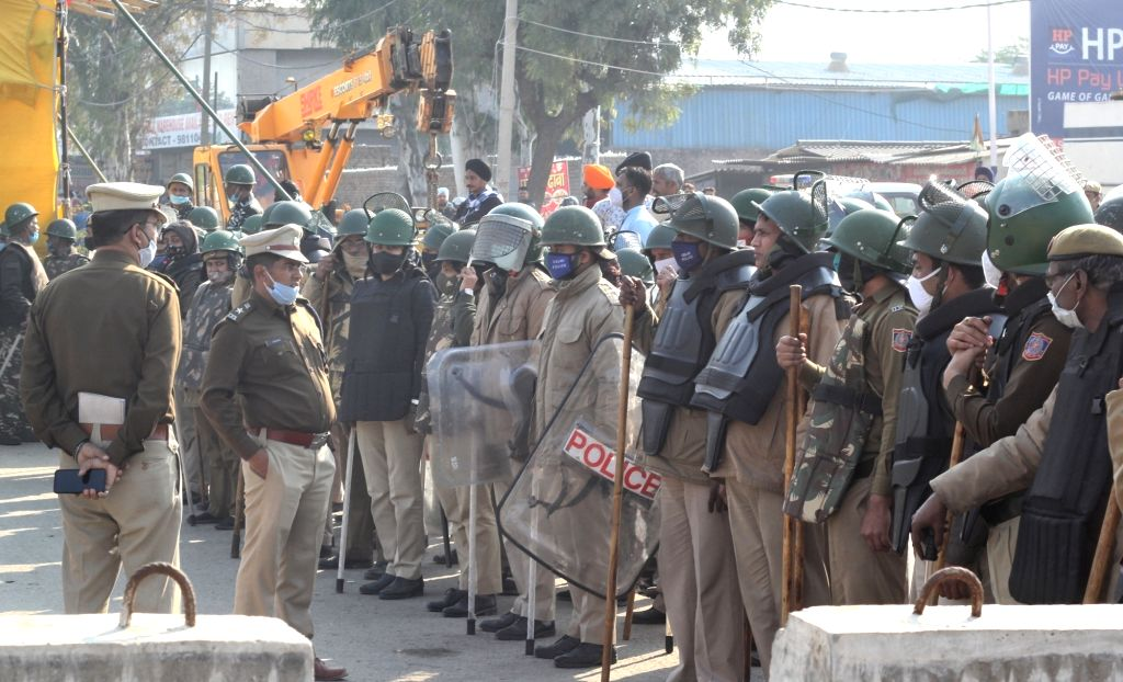 Delhi : Heavy police force deployed at singhu border during farmer protest on Wednesday, 27 January 2021 (CREDIT:IANS/Qamar sibtain)