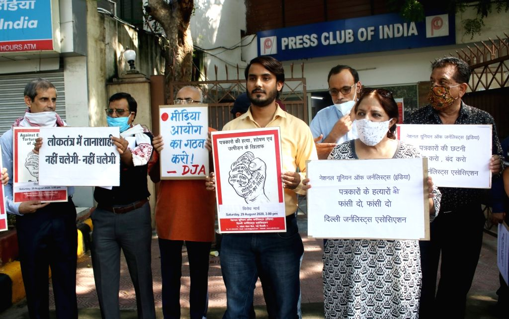 Delhi journalist association along with National Union of journalist staged a protest march towards Parliament over exploitation, torture and killing of journalist all over India, in New Delhi on ...