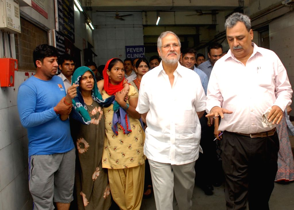 Delhi Lt. Governor Najeeb Jung visits hospitals across the national capital to take stock of the situation arising out of cases of Chikungunya and Dengue on Sept 18, 2016.