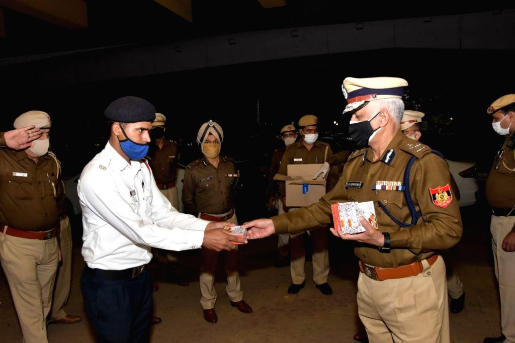 Delhi police commissioner visits duty points on Diwali in New Delhi, November 14, 2020.