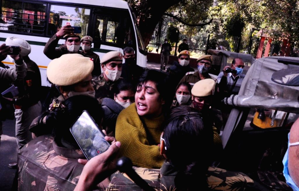 Delhi Police detained AISA activists for a protest over to support Farmers at Jantar Mantar, in New Delhi on Thursday.
