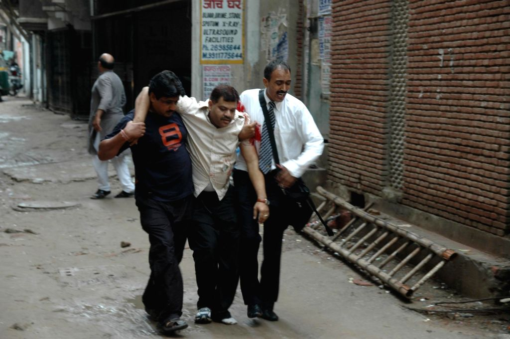 Delhi Police Inspector Mohan Chand Sharma, who sustained injuries during Operation Batla House that was conducted  in Jamia Nagar being taken for treatment 19 September 2008.  (Photo: IANS)