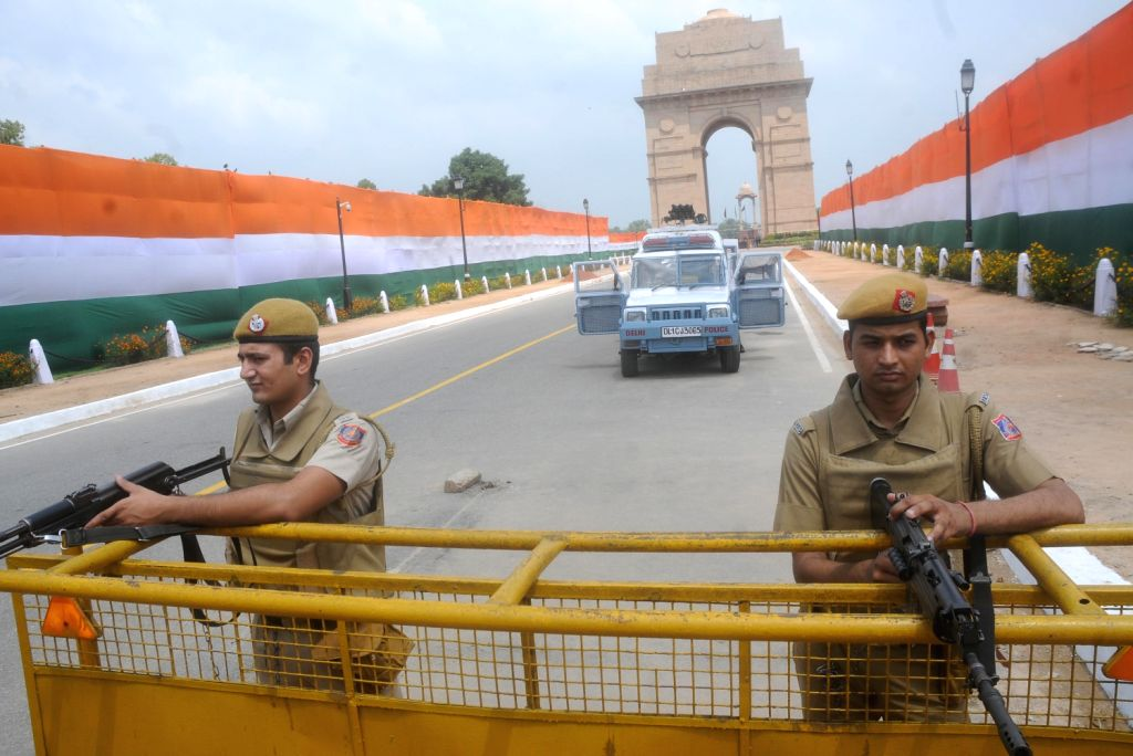 Delhi Police personnel stands guard at India Gate ahead of Independence Day in New Delhi on August 14, 2013. (Photo::: IANS)