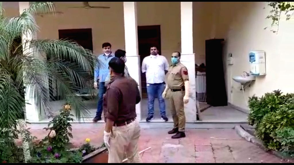 Delhi Police's Crime Branch raids the farmhouse of Nizamuddin Markaz's Maulana Saad.