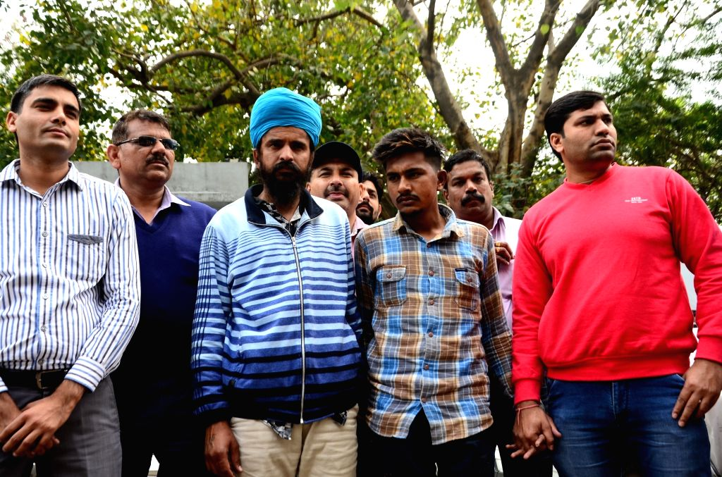 Delhi police special cell present before press two persons arrested with 2 kg heroin and over Rs 20 lakh at Police Head Quarters in New Delhi, on March 10, 2017.
