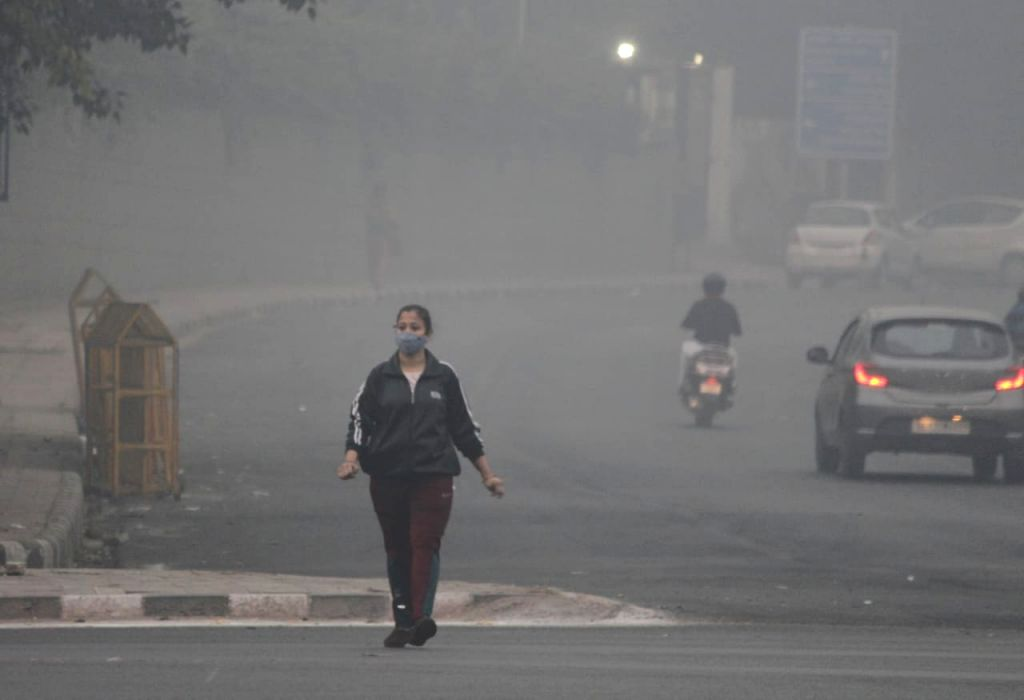 Delhi's air quality deteriorates, to turn 'severe' by night.