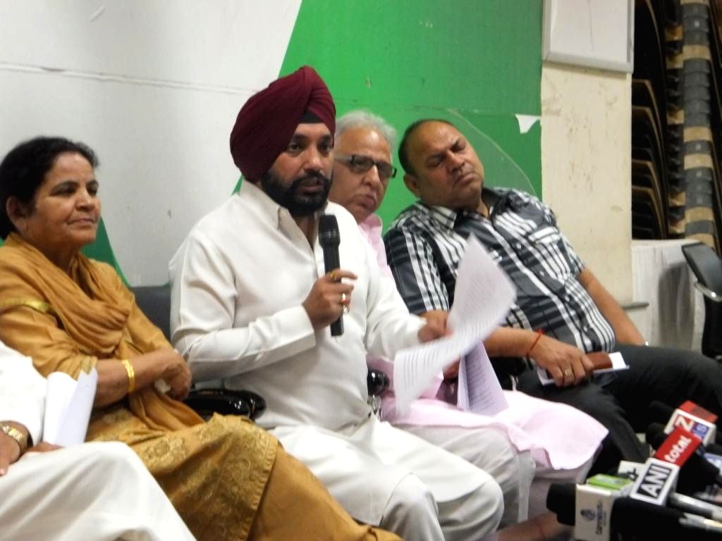 Delhi state Congress president Arvinder Singh Lovely addresing a press conference in New Delhi on May 10, 2014.