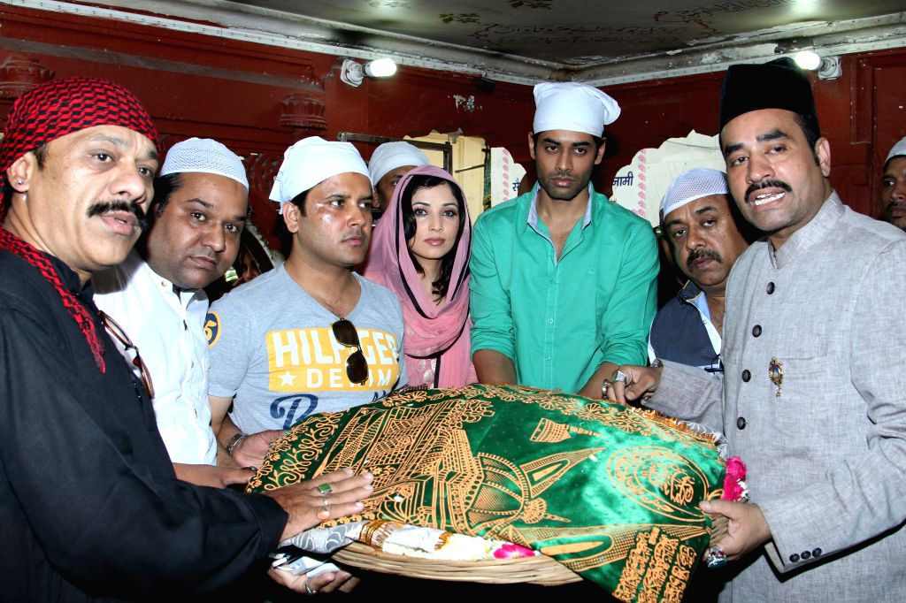 The starcast of upcoming film ``Ishq Ke Parindey`` visits Nizamuddin Dargah in Delhi on April 18, 2015.