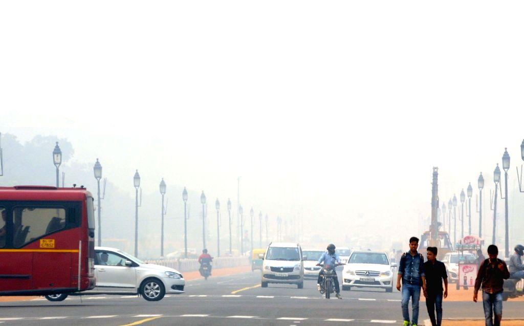 Delhi wakes to a foggy morning on Nov 19, 2015.