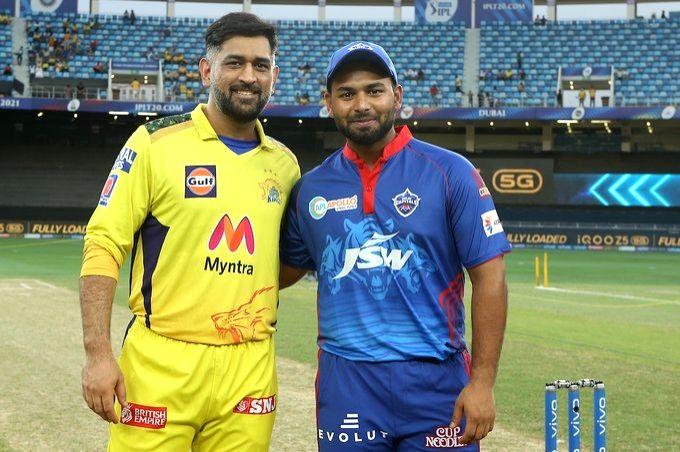 Delhi won the toss, decided to bowl caption MS dhoni and Rishabh Pant