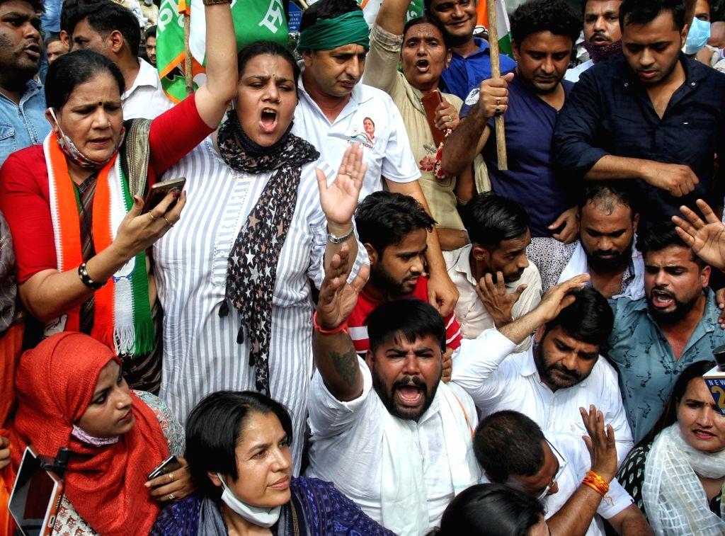 Delhi:youth Congress Activists shout slogans as they protesting against Sunday's killing of four farmers in Uttar Pradesh Lakhimpur Kheri in New Delhi on Monday October 04 , 2021 (Photo: Wasim Sarvar/IANS)