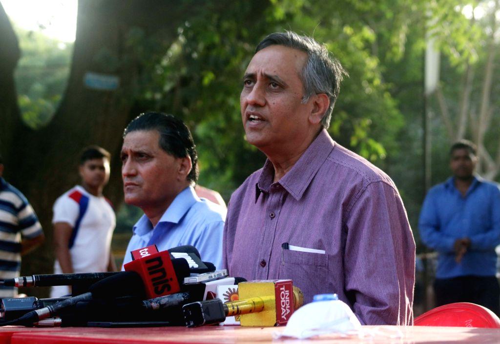 Delhi Zoo director Amitabh Agnihotri addresses a press conference regarding Bird Flu at Delhi Zoo in New Delhi on Oct 22, 2016. - Amitabh Agnihotri