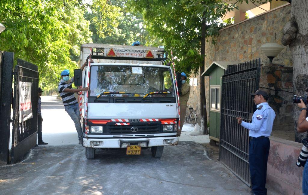 Delhi Zoo shuts down amidst bird flu Scare on Oct 19, 2016.