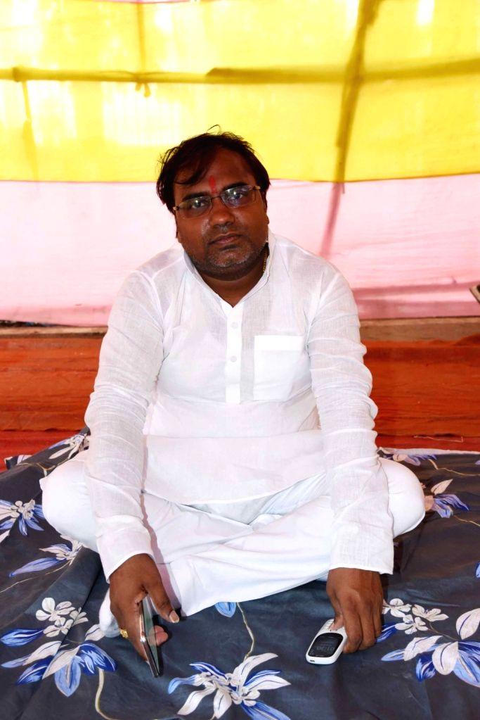 Demanding police protection for him and his family, RJD MLA Saroj Yadav sits on 'dharna' (sit-in demonstration) outside the residence of Bihar Chief Minister Nitish Kumar, in Patna on Sep 20, ... - Nitish Kumar and Saroj Yadav