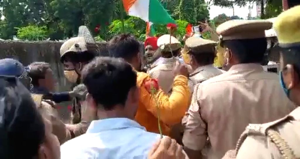 Demonstration at Satish Mahana's house in Kanpur