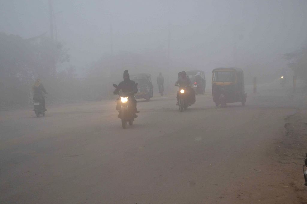 Dense fog covers Varanasi on Nov 30, 2016.
