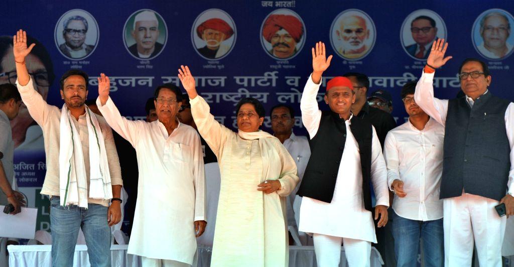 Deoband: Bahujan Samaj Party (BSP) supremo Mayawati, SP chief Akhilesh Yadav and Rashtriya Lok Dal (RLD) leader Ajit Singh during the first joint BSP-SP-RLD rally in Uttar Pradesh's Deoband, on April 7, 2019. (Photo: IANS) - Akhilesh Yadav and Ajit Singh