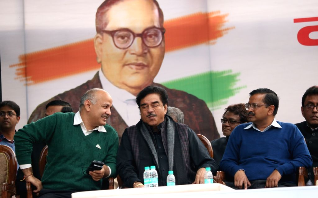 Deputy Chief Minister and AAP leader Manish Sisodia, actor turned politician Shatrughan Sinha, Delhi Chief Minister and AAP leader Arvind Kejriwal and Trinamool Congress supremo Mamata ... - Shatrughan Sinha, Arvind Kejriwal and Mamata Banerjee