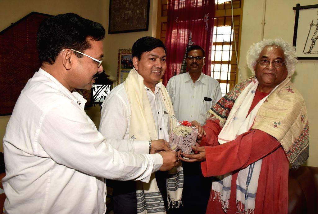 Designer and Asian Heritage Foundation Founder Chairman Rajeev Sethi during his visit to Upendra Maharathi Shilp Anusandhan Sansthan, in Patna on Nov 16, 2019.