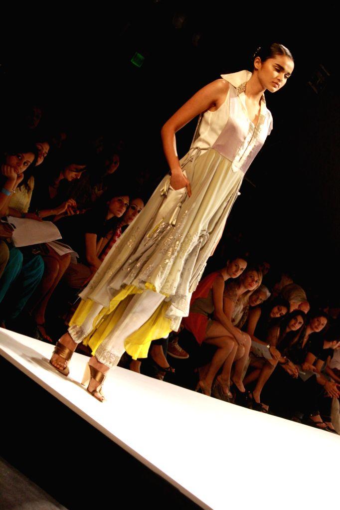 Designer Kiran Uttam Ghosh Wills Lifestyle India Fashion Week 2013