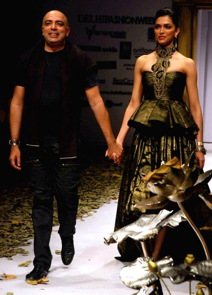 Designer Tarun Talhiani and Bollywood actress Deepika Padukone at Wills Lifestyle India Fashion Week in New Delhi on March 20. - Deepika Padukone