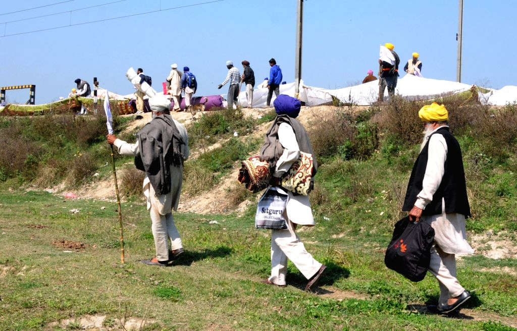 Devi Dass Pura: Farmers call off strike on railway tracks after the directions of High Court orders to lift the railway blockade at Devi Dass Pura village, near Amritsar, Punjab on March 6, 2019.