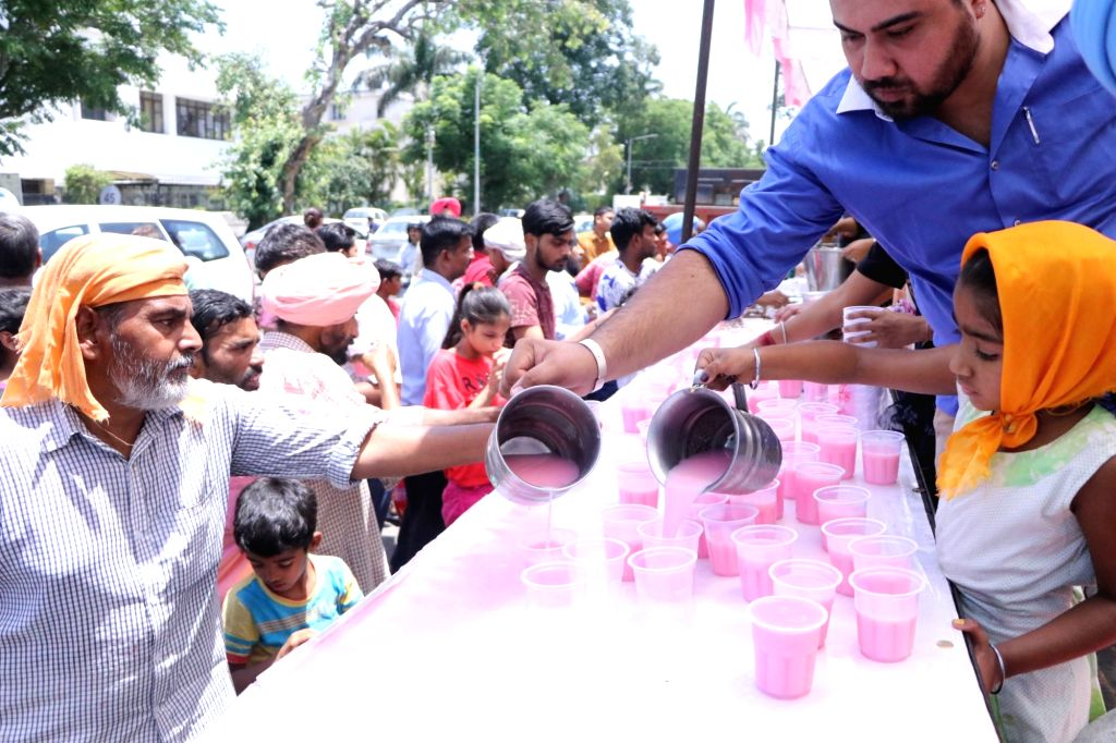 Devotees distribute sweetened water to people on the martyrdom day of Guru Arjan Dev, in Chandigarh on June 7, 2019. - Arjan Dev