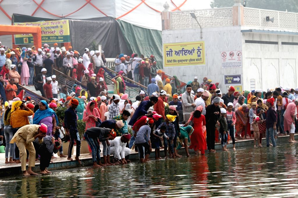 Devotees during the 550th birth anniversary celebrations of Guru Nanak Dev, at Sri Bangla Sahib Gurudwara in New Delhi on Nov 12, 2019. - Nanak Dev