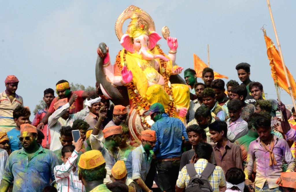 Devotees immerse Ganesha idols in Gomti river in Lucknow on Sept 9, 2016.