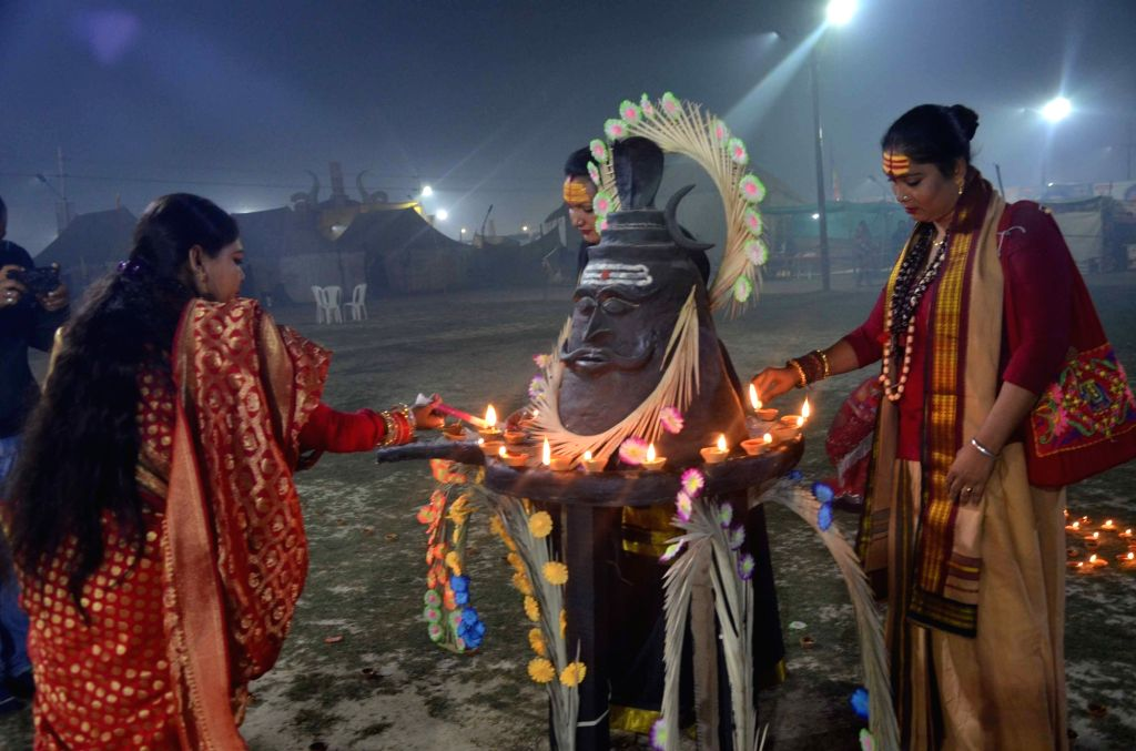 Devotees lighting earthen lamps during Kumbh Mela in Prayagraj, on Feb 4, 2019.
