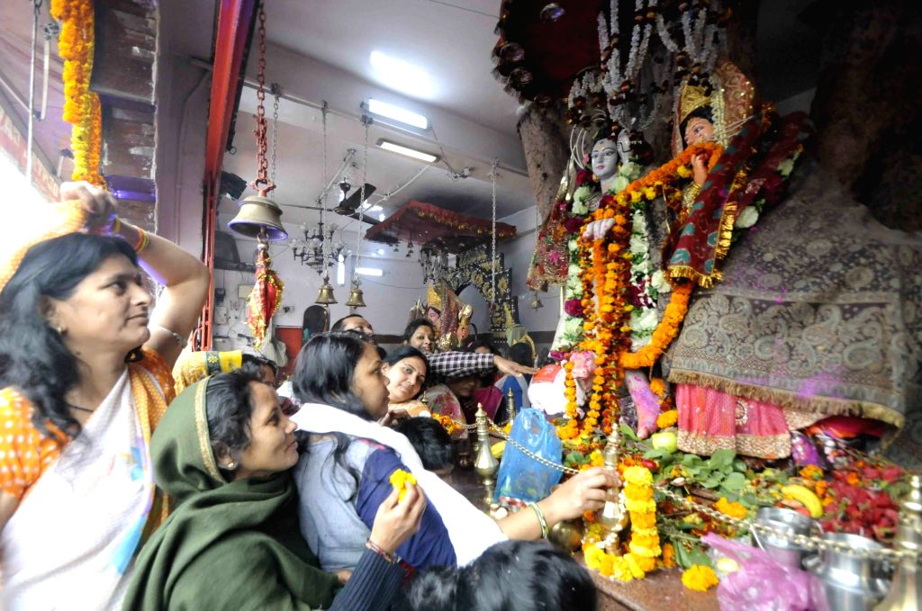 Devotees offer prayers at a temple on the occasion of Maha Shivaratri in Patna on Feb 13, 2018.