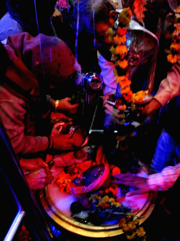 Devotees offer prayers at a temple on the occasion of Maha Shivaratri in Amritsar on Feb 13, 2018.