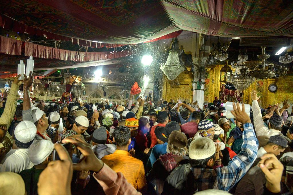 Devotees participate in the ritual of 'Kul Ki Rasam' at Ajmer Sharif Dargah, on March 14, 2019.