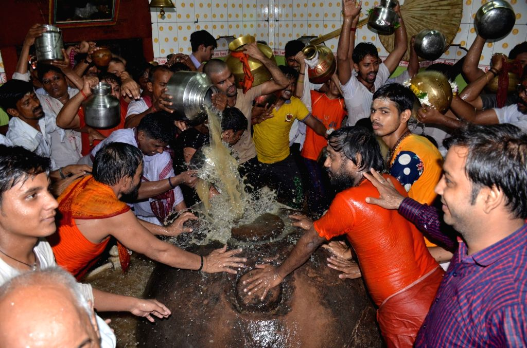 Devotees perform puja on the first monday of Shravan month at Kashiviswanath Temple in Varanasi on July 25, 2016.